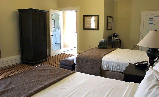 LAKE YELLOWSTONE HOTEL AND CABINS YELLOWSTONE NATIONAL PARK